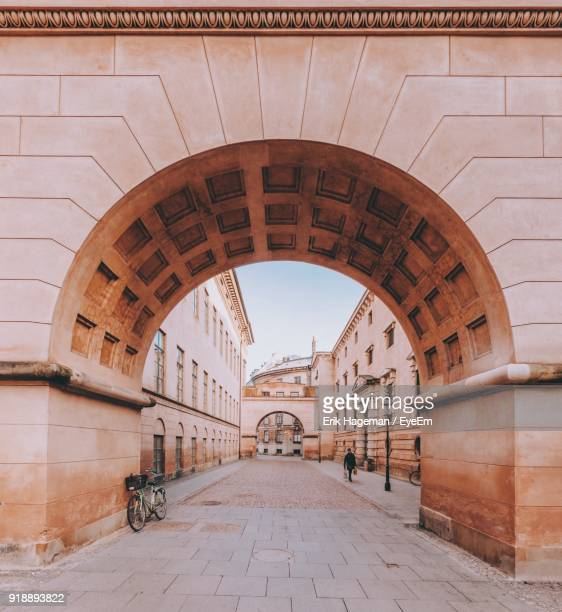 view of historical building - arch stock pictures, royalty-free photos & images