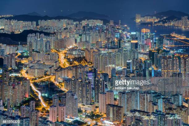 a view of hong kong urban road and high density of tall buildings at night. - kowloon fotografías e imágenes de stock
