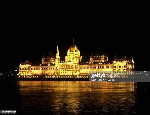view of illuminated hungarian parliament building - iván zoltán stock pictures, royalty-free photos & images