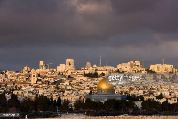 view of jerusalem from the mount olives - jerusalem antiga imagens e fotografias de stock