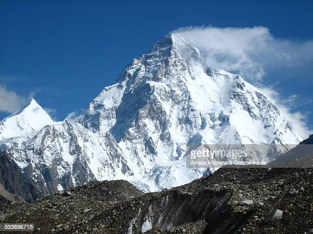 view of k2 mountain - k2 mountain stock pictures, royalty-free photos & images