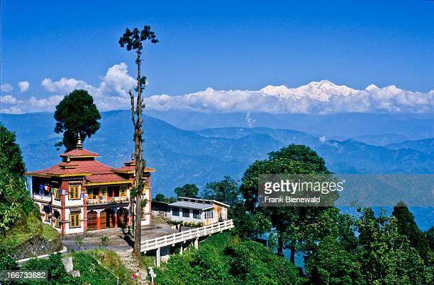 view of kangchendzoenga from darjeeling