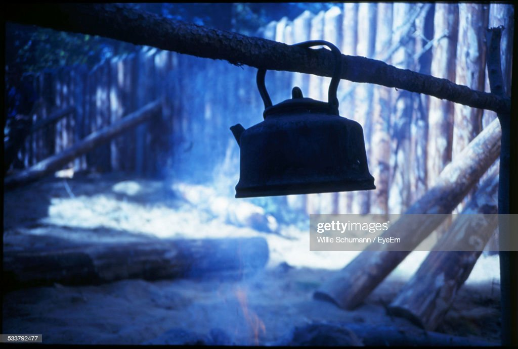 View Of Kettle On Campfire : Foto stock