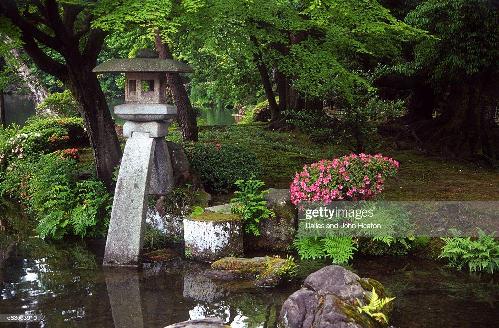 View of lamp in Kenrokuen Garden, Kanazawa, Ishikawa Prefecture, Chubu Region, Honshu, Japan : Stock Photo