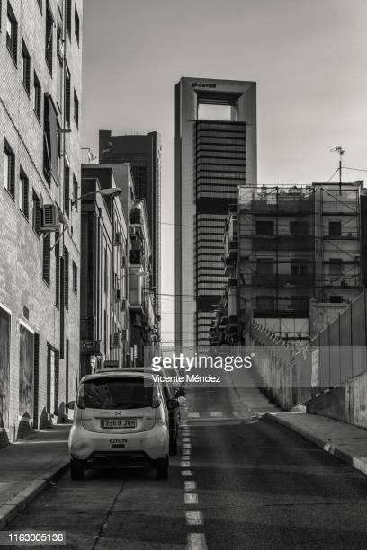view of las magnolias street (madrid) - vicente méndez fotografías e imágenes de stock