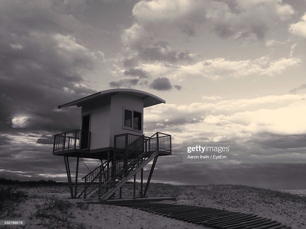 View Of Lifeguard Tower Against Cloudy Sky : Foto stock