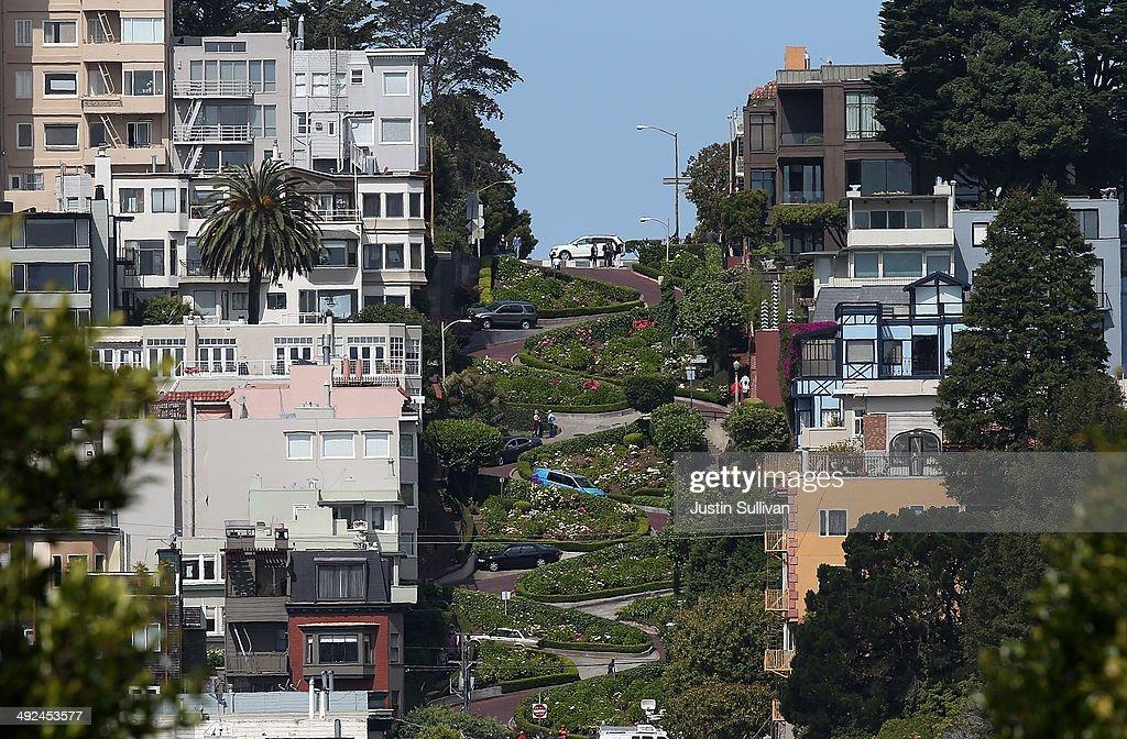 San Francisco's Famed Lombard Street Recoils From Heavy Tourism : Nachrichtenfoto