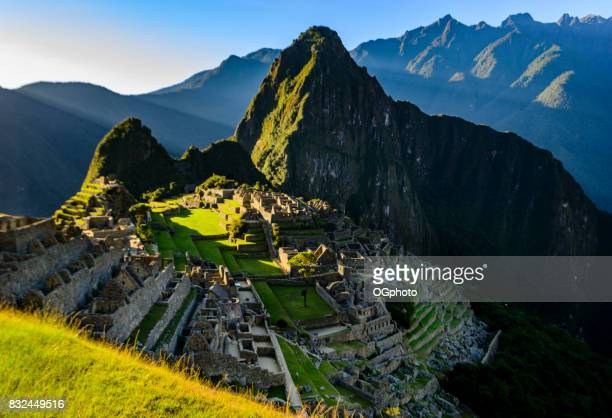 view of machu picchu as seen from the inca trail - ogphoto imagens e fotografias de stock