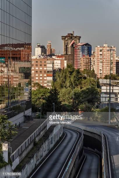 view of madrid from the a2 highway - vicente méndez fotografías e imágenes de stock