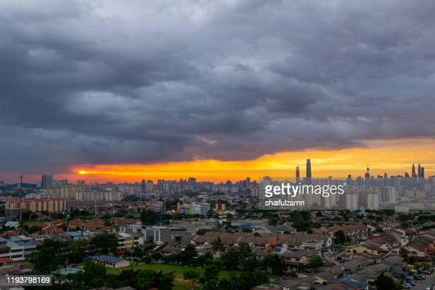 view of majestic and cloudy sunset over downtown kuala lumpur, malaysia. - shaifulzamri - fotografias e filmes do acervo