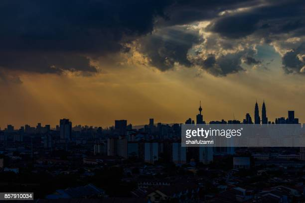 kuala lumpur, malaysia - 21st february 2016; view of majestic sunset over downtown kuala lumpur, malaysia - shaifulzamri stock pictures, royalty-free photos & images