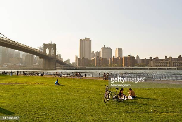 view of manhattan and brooklyn bridge - brooklyn new york 個照片及圖片檔