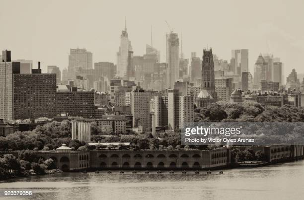 view of manhattan and hudson river from george washington bridge, new york, usa - victor ovies fotografías e imágenes de stock