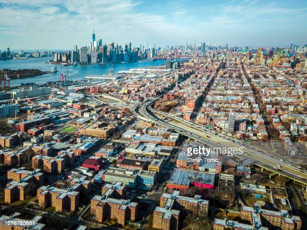 view of manhattan from brooklyn - hudson river stock pictures, royalty-free photos & images