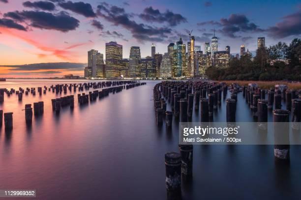 view of manhattan - brooklyn bridge park stock-fotos und bilder