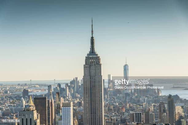 view of manhattan - one world trade center stock pictures, royalty-free photos & images