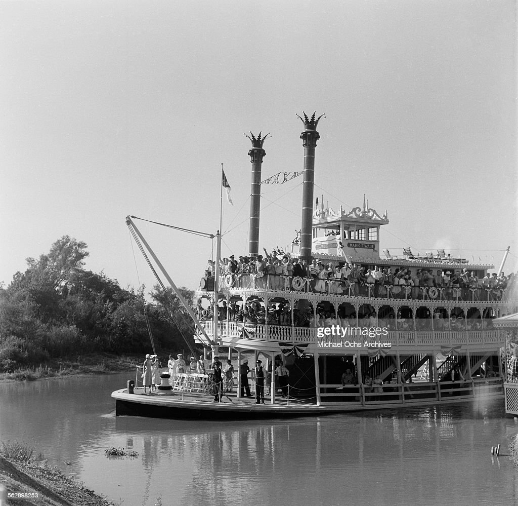 Opening day of Disneyland : News Photo