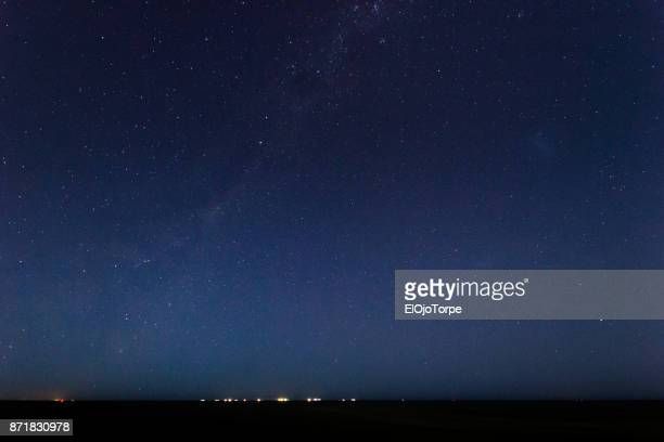 view of milky way over rio de la plata, montevideo, uruguay - night stockfoto's en -beelden