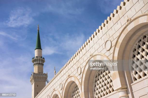 view of minaret for mosque al-nabawi in medina, saudi arabia. - shaifulzamri stock pictures, royalty-free photos & images
