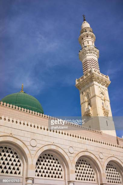 view of minaret for mosque al-nabawi in medina, saudi arabia. - shaifulzamri photos et images de collection