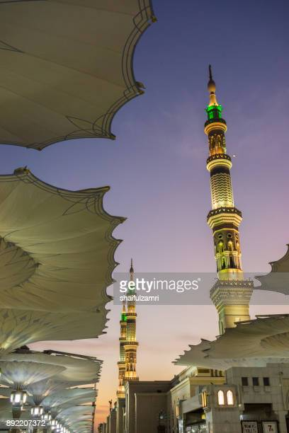 view of minarets of mosque al-nabawi in medina - shaifulzamri photos et images de collection