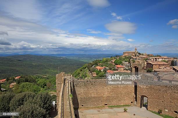 view of montalcino town in val d'orcia, italy - massimo pizzotti foto e immagini stock