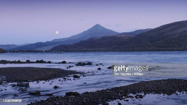 view of moonrise above bay and mountain, aberfeldy, scotland, uk - アバフェルディ ストックフォトと画像