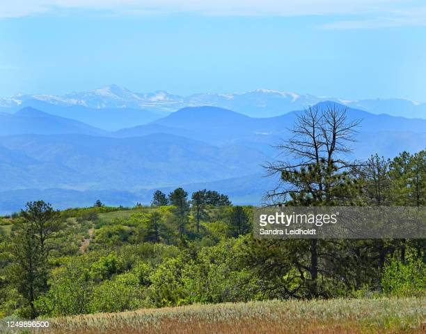 view of mount evans in the colorado rocky mountains - front range mountain range stock pictures, royalty-free photos & images