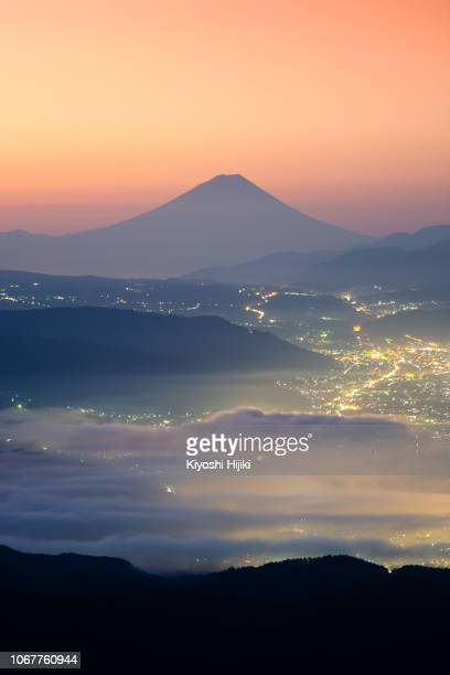 view of mount fuji and sea of mist above suwa lake in morning from takabochi highland,  mountain takabochi,  nagano prefecture, japan. - 諏訪市 ストックフォトと画像