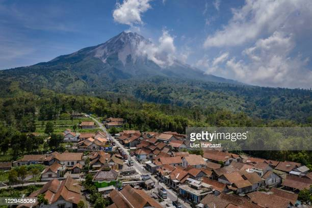 3 019 Mount Merapi Photos And Premium High Res Pictures Getty Images
