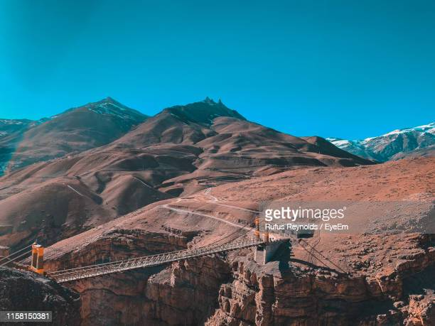 view of mountain range against blue sky - india reynolds - fotografias e filmes do acervo