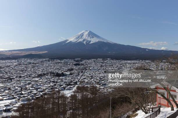view of mt.fuji from chureito pagoda, japan - pagoda stock pictures, royalty-free photos & images