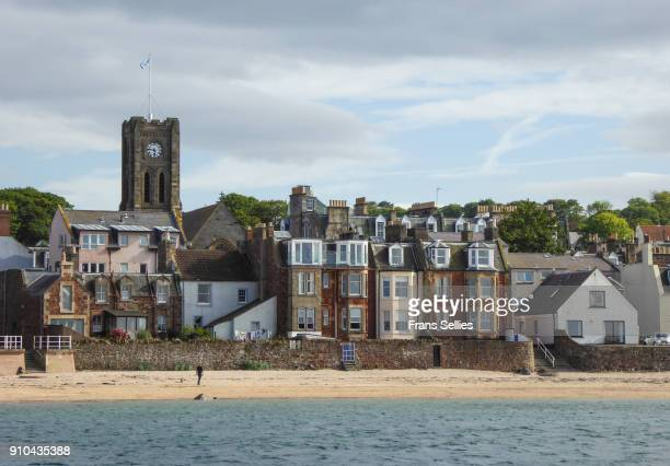 view of north berwick from the boat to bass rock, scotland, united kingdom - frans sellies stockfoto's en -beelden