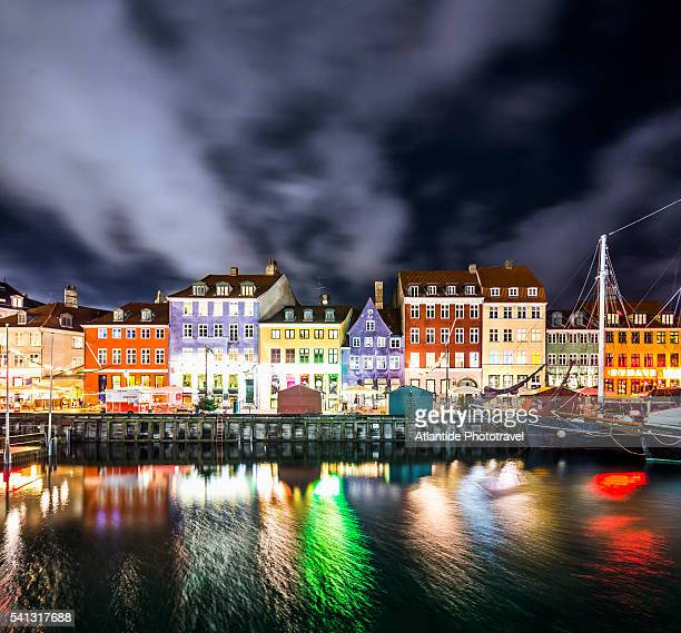 view of nyhavn canal - nyhavn stock pictures, royalty-free photos & images