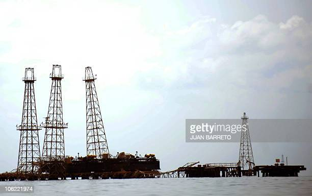 View of oil rig at Maracaibo Lake located in the border state of Zulia in western Caracas on October 27 2010 AFP PHOTO/Juan BARRETO