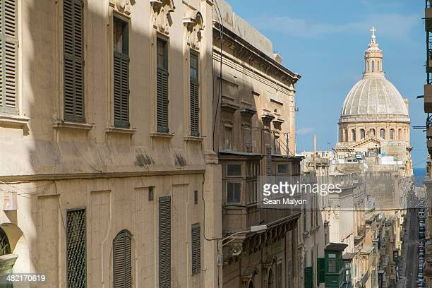 view of old mint street, dome of carmelite church, valletta, malta - sean malyon stock pictures, royalty-free photos & images