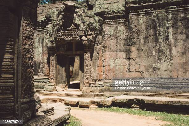 view of old ruins against sky - bortes fotografías e imágenes de stock