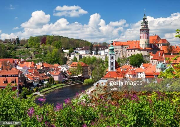 vista da antiga cidade cesky krumlov, boêmia do sul, república tcheca - república tcheca - fotografias e filmes do acervo