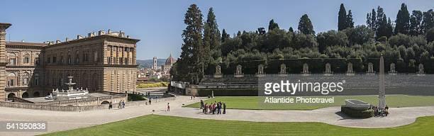 view of palazzo pitti from giardino di boboli - pitti foto e immagini stock