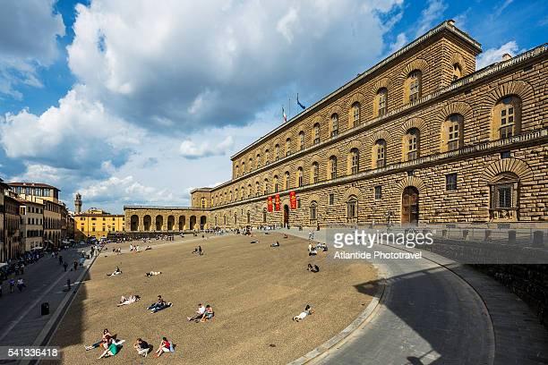 view of palazzo (palace) pitti - pitti foto e immagini stock