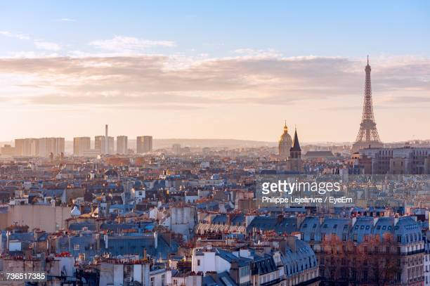 view of paris cityscape at sunset - skyline photos et images de collection