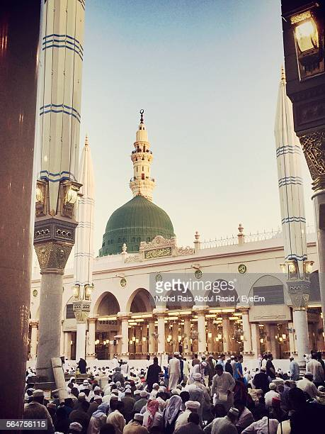 view of pilgrims in mosque - al madinah stock pictures, royalty-free photos & images