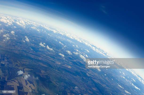 blick auf den planet earth - copy space stock-fotos und bilder