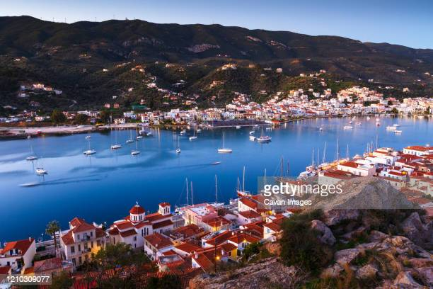 view of poros island and galatas village in peloponnese peninsula. - peninsula de grecia fotografías e imágenes de stock