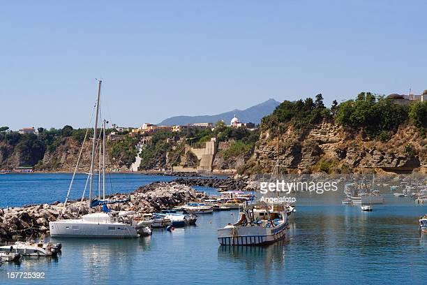 vista de isla procida, italia - positano fotografías e imágenes de stock