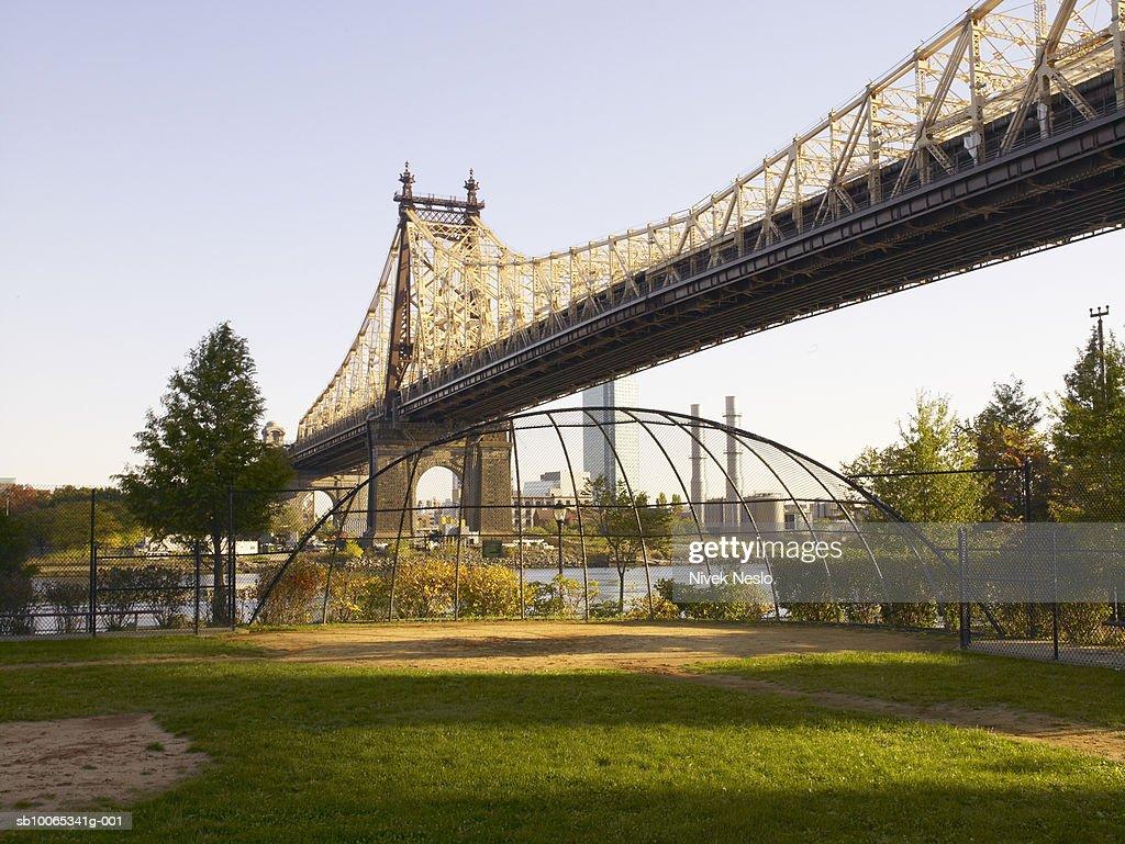 View of Queensboro bridge and park : Foto stock