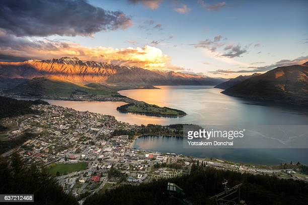 view of queenstown city - queenstown stock pictures, royalty-free photos & images