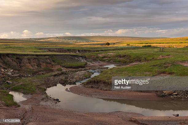 view of qunu, the river in the foreground is where nelson mandela played as a child. transkei, eastern cape, south africa - erodiert stock-fotos und bilder