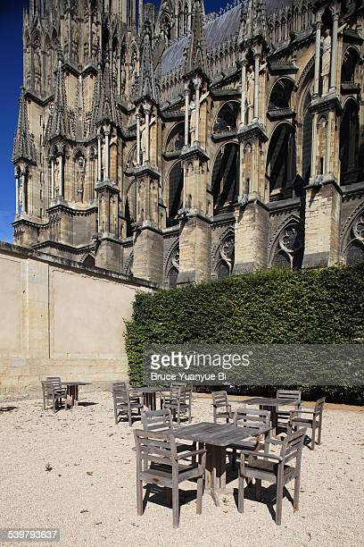 view of reims cathedral - reims cathedral stock pictures, royalty-free photos & images