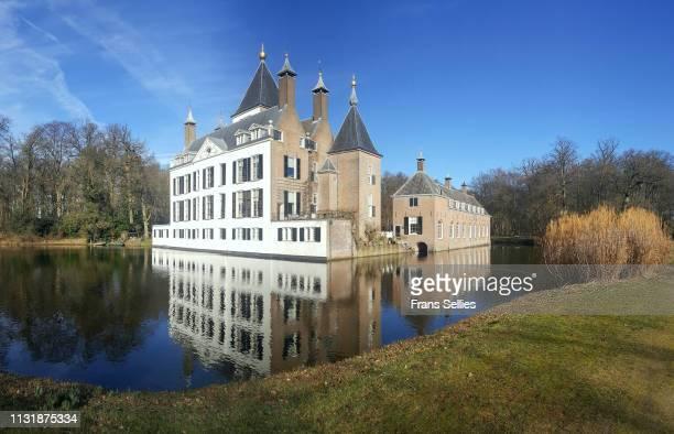 view of renswoude castle and lake, netherlands - frans sellies stockfoto's en -beelden